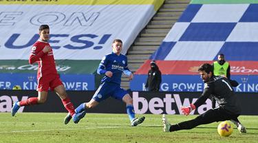 Alisson Blunder Lagi, Liverpool Dihajar Leicester