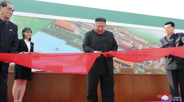 FOTO: Penampilan Perdana Kim Jong-un Setelah Diisukan Meninggal