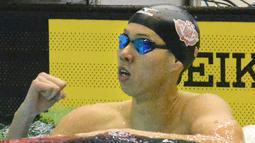 Ippei Watanabe saat mencapai finis dalam kejuaraan Piala Kosuke Kitajima di Tokyo, Minggu (29/1). Watanabe mencatat waktu 2 menit 6.67 detik dalam kejuaraan tersebut sekaligus membuat rekor dunia.(AP PHOTO)