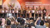 UKP-PIP memberikan penghargaan kepada 15 kementerian/ lembaga yang menyukseskan Mudik Lebaran 2017. (Liputan6.com/ Faizal Fanani)