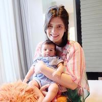 Kebahagiaan Carissa Puteri bawa dua anak ke Bali untuk libuaran akhir tahun. (instagram/carissa_puteri)