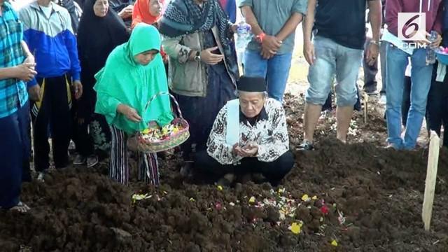 Putri kedua Aa Jimmy ditemukan meninggal setelah tersapu gelombang tsunami selat sunda.
