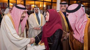 Raja Salman dan Menko PMK RI Puan Maharani dalam Festival Janadriyah di Riyadh (20/12) (sumber: KBRI Riyadh)