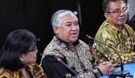 Utusan Khusus Presiden Bidang Dialog Kerja Sama Antar-agama dan Peradaban, Din Syamsuddin (tengah) saat melakukan pertemuan di Gedung PGI, Jakarta, Senin (30/10). Pertemuan membahas merajut kerukunan umat beragama ke depan. (Liputan6.com/Faizal Fanani)