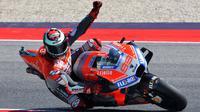 Pebalap Ducati, Jorge Lorenzo, saat sesi kualifikasi MotoGP San Marino di Sirkuit Marco Simoncelli, Minggu (9/9/2018). Lorenzo menjadi yang tercepat dengan catatan waktu 1 menit 31,629 detik. (AFP/Tiziana Fabi)