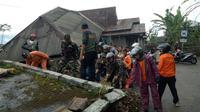 Gempa merusak gedung sekolah, rumah dan tempat ibadah di Kalibening, Banjarnegara. (Foto: Liputan6.com/SRU Banjarnegara/Muhamad Ridlo)