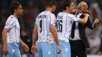 NIKMATI MOMEN - Stefano Pioli sangat menikmati tiap detik jelang laga final Copa Italia. (REUTERS/Max Rossi)