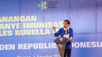 Presiden Joko Widodo mencanangkan kampanye vaksinasi Measles Rubella di MTs Negeri 10 Sleman, Ngaglik, Sleman, Yogyakarta, Selasa (1/8/2017) ( Foto : Dokumentasi Kemkes)