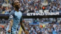 Gelandang Manchester City, Raheem Sterling, merayakan gol yang dicetaknya ke gawang West Ham. Pada laga selanjutnya City akan menghadapi rivalnya, Manchester United. (Reuters/Darren Staples)