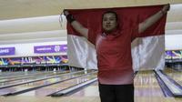 Atlet tenpin bowling Indonesia, Elsa Maria, merebut medali emas Asian Para Games 2018 nomor tunggal putri TPB4, Selasa (9/10/2018). (Bola.com/Vitalis Yogi Trisna)