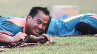 Kiper gaek Arema Cronus, Achmad Kurniawan, tolak tawaran menggiurkan ikut tarkam demi Singo Edan yang sedang krisis kiper. (Bola.com/Kevin Setiawan)