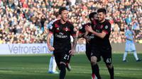 Selebrasi Lucas Biglia (kiri) usai mencetak gol perdana untuk AC Milan ke gawang SPAL. (Serena Campanini/ANSA via AP)