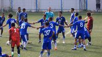Persib Bandung latihan ringan di rumput sintetis lapangan Lodaya, Bandung, Senin (8/4/2019). (Bola.com/Erwin Snaz)