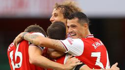Pemain Arsenal merayakan gol yang dicetak Cedric Soares ke gawang Norwich City pada laga lanjutan Premier League pekan ke-32 di Emirates Stadium, Kamis (2/7/2020) dini hari WIB. Arsenal menang 4-0 atas Norwich City. (AFP/Richard Heathcote/pool)