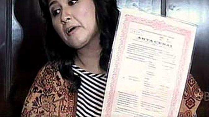 Dewi Vistiatin Surat Cerai Iyan Palsu Showbiz Liputan6com