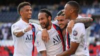 Penyerang PSG, Neymar, Kylian Mbappe dan Mauro Icardi, merayakan kemenangan atas Waasland-Beveren pada laga uji coba di Parc des Princes Stadium, Sabtu (18/7/2020) dini hari WIB. PSG menang telak 7-0 atas Waasland-Beveren. (AFP/Anne-Christine Poujoulat)