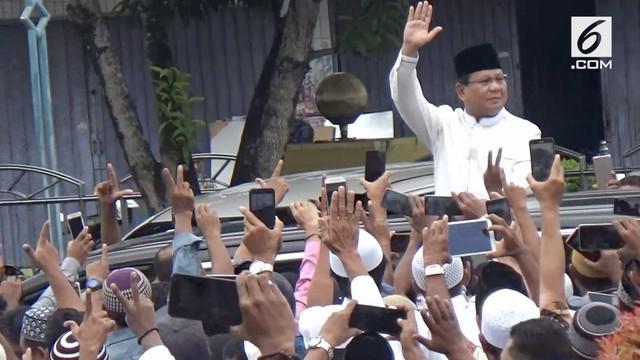 Calon Presiden Prabowo Subianto berkampanye di Maluku. Ia menemui sejumlah tokoh agama dan membicarakan Pancasila.