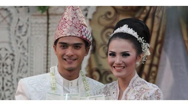 Ricky Harun yang merupakan cicit dari presiden pertama Indonesia dikarunai putra keduanya. Tak hanya Ricky, Jokowi pun mendapat kebahagiaan setelah dikaruniai cucu pertama.